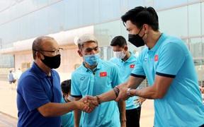 Tuyển Việt Nam, HLV Park Hang-seo được khuyến cáo không vội vàng cho Văn Hậu thi đấu