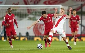 Thắng nhẹ nhàng 2-0, Liverpool tiếp tục bám đuổi top 4