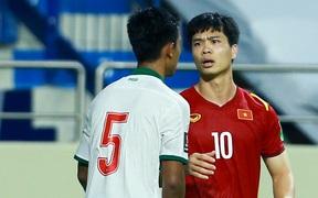 """Bỏ qua trận đấu đầy bạo lực, ĐT Việt Nam cần Indonesia trở thành """"anh em tốt"""" vào ngày mai"""