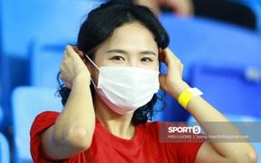 Fan Việt Nam tươi tắn áp đảo fan Malaysia trên khán đài