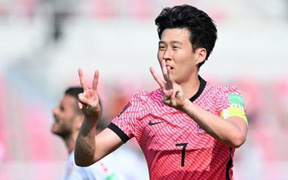 Son Heung-min động viên Eriksen sau khi ghi bàn mang niềm vui đến hàng triệu fan Việt Nam