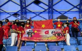 Người Việt gian nan tìm vé xem trận đội tuyển Việt Nam gặp UAE