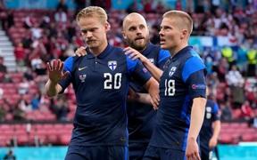 Loạt hành động ý nghĩa của cầu thủ Phần Lan để tri ân Eriksen và ĐT Đan Mạch