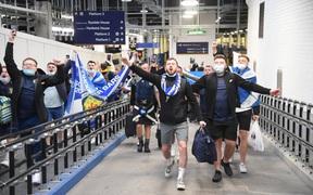 Fan Scotland ăn mừng thất bại của tuyển Anh tại Euro 2020