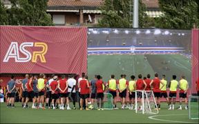 Jose Mourinho sử dụng màn hình siêu lớn cùng máy bay không người lái trong buổi tập mới nhất của AS Roma