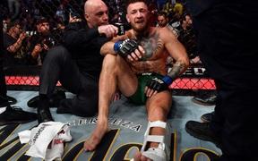 """Dustin Poirier cho rằng Conor McGregor """"tâm lý yếu"""" khi liên tục viện cớ sau thất bại tại UFC 264"""