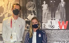 Andy Murray gây chú ý khi chụp chung với nữ VĐV đồng hương trước thềm Olympic