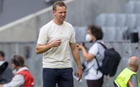 Tân HLV trưởng Bayern Munich bị cổ động viên đội nhà xúc phạm