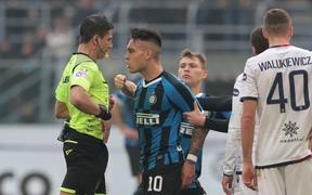 Tiền đạo của Inter Milan phải điều trị tâm lý để... nhận ít thẻ vàng hơn