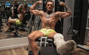 McGregor xác nhận không tham gia trận đấu boxing trên xe lăn vào tháng 9: Tôi vẫn đang trong quá trình hồi phục
