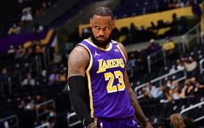 """LeBron James đăng status """"dằn mặt"""" antifan Lakers: Bực tức là thế nhưng chỉ tồn tại trong nốt nhạc"""