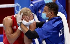 Tay đấm quyền Anh không thèm đeo huy chương sau khi chỉ về nhì tại Olympic Tokyo