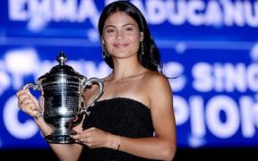 Nữ tay vợt tuổi teen xinh đẹp bị khóa tài khoản vì lượng fan tăng khủng khiếp, lên tới cả triệu follow chỉ sau vài ngày