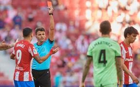 Joao Felix nhận thẻ đỏ, Atletico bị đối thủ dưới cơ cầm hòa ngay trên sân nhà