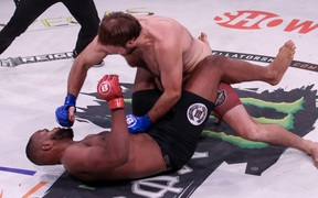 Tái xuất sau chấn thương gãy chân, võ sĩ giành chiến thắng bất ngờ trước bạn tập của Jon Jones