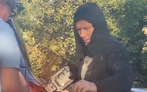 Khủng hoảng nhiên liệu ở Anh khiến huyền thoại Paul Scholes phải xin xăng của người đi đường