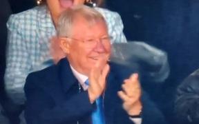 """Sir Alex cười sung sướng chứng kiến """"cậu con trai"""" Ronaldo hóa người hùng phút cuối"""