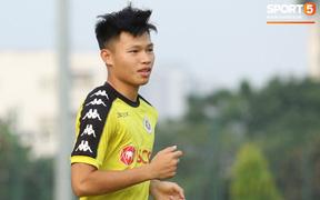 Tân binh đội tuyển Việt Nam giành suất đến AFF Cup để tặng vợ đang mang bầu