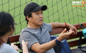 Cánh tay phải của thầy Park bất ngờ thị sát buổi tập của Hà Nội