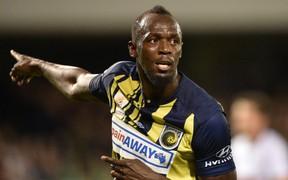 Người chạy nhanh nhất hành tinh Usain Bolt được CLB châu Âu săn đón sau khi lập cú đúp