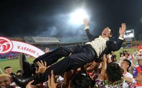 CLB Hà Nội ăn mừng đầy cảm xúc trong ngày nhận cúp vô địch V.League 2018