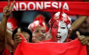 CĐV Indonesia dùng băng-rôn chế giễu chính đội tuyển con cưng trong trận mở màn AFF Cup