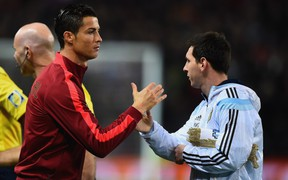 """Ronaldo và Messi sẽ cùng nhau dự khán trận """"Siêu kinh điển"""" Nam Mỹ tại sân nhà của Real Madrid?"""