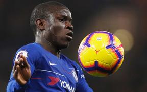 """Không dùng hai """"thánh gỗ"""", Chelsea khiến Man City ôm hận rời Stamford Bridge"""