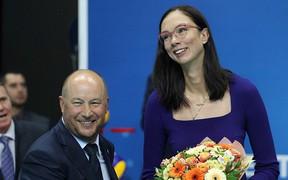"""Hoa hậu bóng chuyền Yekaterina Gamova: """"Trao huân chương cho các cầu thủ bóng đá Nga là không công bằng"""""""