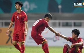 Đừng cúi đầu vì đối với người dân Việt Nam, các cầu thủ đã là nhà vô địch từ lâu rồi
