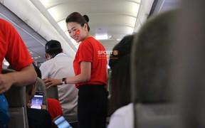 Cư dân mạng trầm trồ trước vẻ đẹp của tiếp viên hàng không trên chuyên cơ đón Olympic Việt Nam