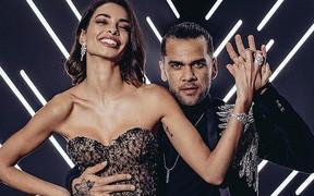 Học đòi cô vợ người mẫu, sao Brazil đi giày cao gót trình diễn catwalk
