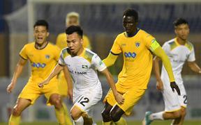 Vòng 24 V-League: Căng thẳng Top 3, khốc liệt đua trụ hạng