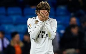 """""""Quả bóng vàng"""" ôm mặt thất vọng khi Real bất ngờ thua hổ thẹn trên sân nhà"""