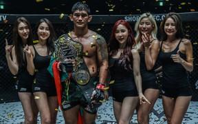 Hạ gục Brandon Vera sau một trận đấu vô cùng hấp dẫn, Aung La N Sang bảo vệ thành công chiếc đai dưới nặng của ONE Championship