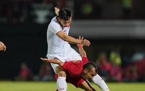 """Profile chàng cầu thủ Indonesia """"tí hon"""" khổ nhất hôm nay: Đội nhà thua tan tác, bản thân bị Đoàn Văn Hậu """"đè đầu cưỡi cổ"""", """"bón hành"""" cả trận"""