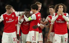 Bom tấn 80 triệu euro của Arsenal tỏa sáng theo cách không thể tin nổi: Phút 75 vào sân, ghi liên tiếp 2 bàn đá phạt giúp đội nhà ngược dòng ngoạn mục
