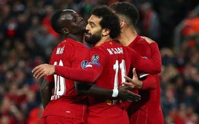 Hàng thủ thi đấu như mơ ngủ, Liverpool thắng hú vía sau màn rượt đuổi tỷ số khó tin