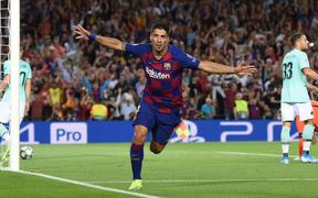 Messi tịt ngòi trong ngày trở lại, Barca phải nhờ tới sự tỏa sáng của cầu thủ này để có 3 điểm đầu tiên tại Champions League năm nay