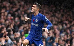 """""""Đội trưởng Mỹ"""" Pulisic bùng nổ, Chelsea tiếp tục bay cao tại giải Ngoại hạng Anh"""