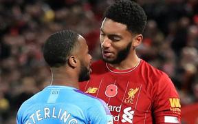 """Lôi """"thù riêng"""" ra giải quyết với đàn em khi tập trung cùng tuyển Anh, ngôi sao của Man City bị HLV cho lên thớt"""