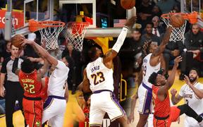 NBA 19-20: Mở đại tiệc blocks ngay tại STAPLES Center, Los Angeles Lakers nhẹ nhàng vượt qua Atlanta Hawks