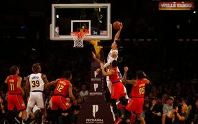 Nổi hứng úp rổ đẹp mắt, sao bóng rổ NBA khiến người hâm mộ trầm trồ đến mức phải kiểm tra doping ngay lập tức