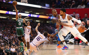 NBA 2019-2020 ngày 19/11: Boston Celtics giữ vững ngôi vị đầu BXH, Los Angeles Clippers thắng vất vả trước Oklahoma City Thunder