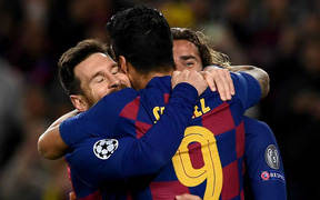 Barca khẳng định sức mạnh trước Dortmund trong ngày bộ ba Messi-Suarez-Griezmann cùng lập công