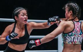 Phải gặp nhà vô địch tuyệt đối người Thái, nữ võ sĩ gốc Việt thi đấu vô cùng quả cảm, khiến BLV cũng phải tỏ ra ngỡ ngàng