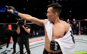 """UFC Busan: Hạ đẹp cực vương Frankie Edgar, """"Xác sống"""" Chan Sung Jung khiến các fan Hàn Quốc nức lòng"""