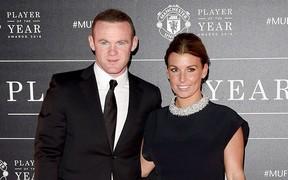 Rooney khiến vợ nổi trận lôi đình vì tán tỉnh một nhân viên quán bar