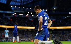 Sorry-ball và cả một bầu trời giông bão đang chờ Chelsea trước mắt