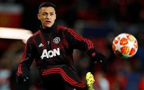 Sanchez dính chấn thương ngớ ngẩn đến khó tin trước đại chiến với Chelsea